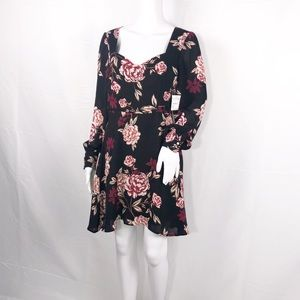 Cupcakes & Cashmere Black Floral Sweetheart Neck 4